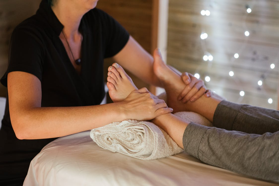 Massage - Pratiquer la réflexologie vous permet de réduire le stress et l'insomnie